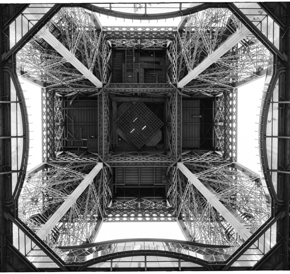 Tour Eiffel - looking up 2